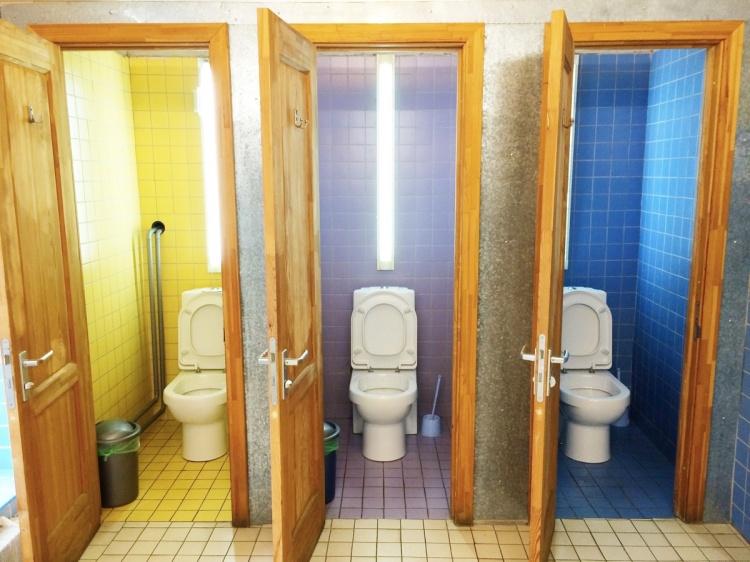 cottage-property-room-interior-design-bathroom-estate-128041-pxhere.com